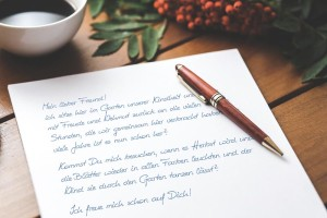 Brief am Tisch First Lady